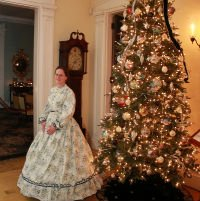 Candlelight Tours and Victorian Carolers